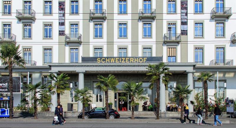 Download Entrada Del Hotel Schweizerhof En Alfalfa Imagen editorial - Imagen de suiza, puerta: 64200130