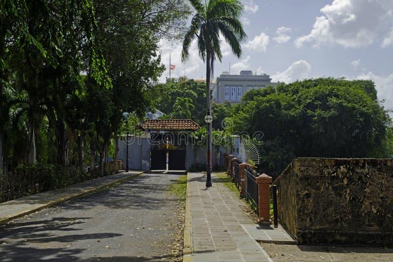 Entrada del oeste a Palacio de Santa Catalina, San Juan viejo, Puerto Rico foto de archivo