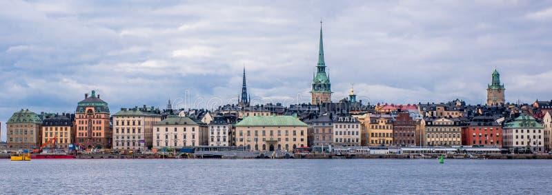Entrada del ` s de Gamla Stan Stockholm por el mar imagen de archivo libre de regalías