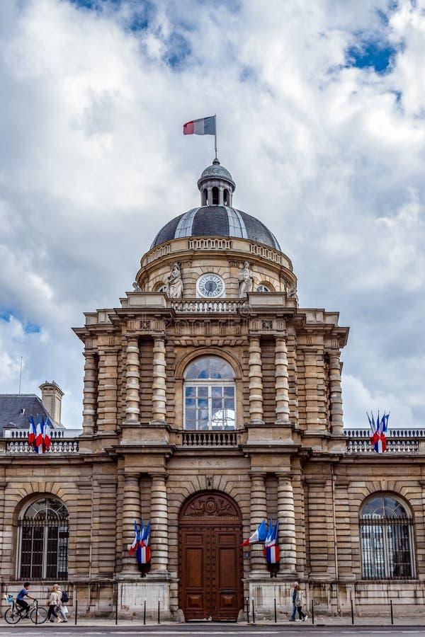 Entrada del senado francés en París fotografía de archivo libre de regalías
