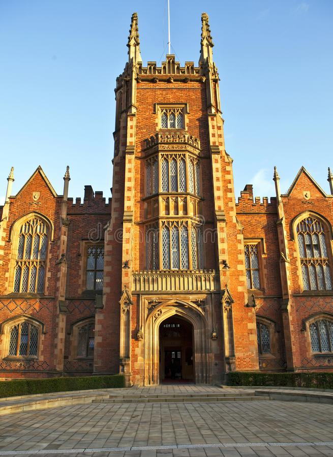 Entrada delantera 1 de Belfast de la universidad de las reinas foto de archivo libre de regalías