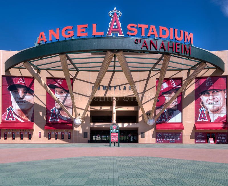 Entrada do Angel Stadium of Anaheim foto de stock