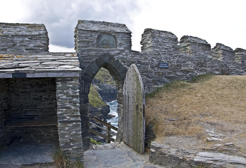 Entrada do castelo de Tintagel fotos de stock
