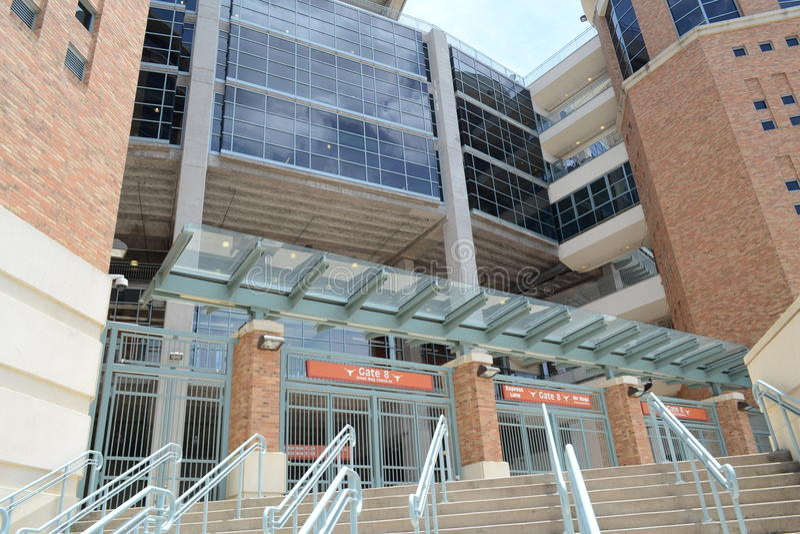 Entrada do estádio da Universidade do Texas de UT fotografia de stock