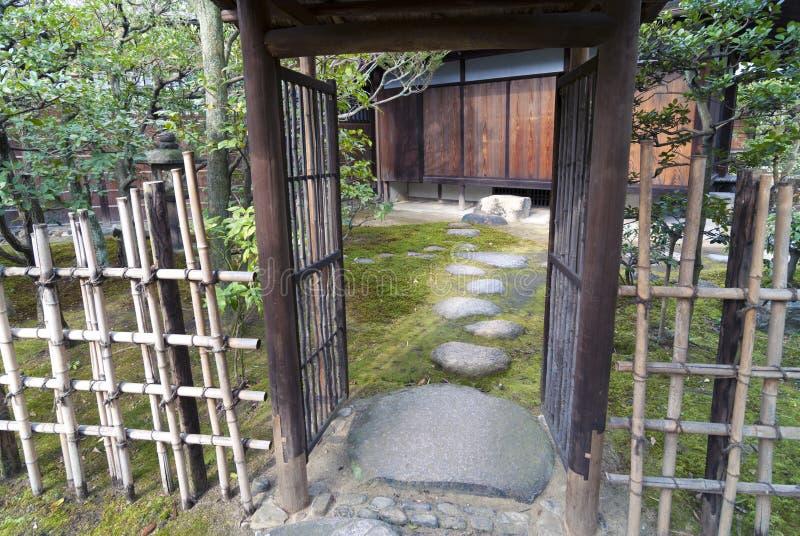 Entrada do jardim do zen fotografia de stock