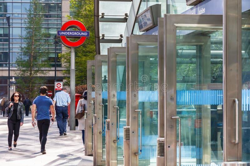 Entrada do leste à estação subterrânea de Canary Wharf foto de stock royalty free
