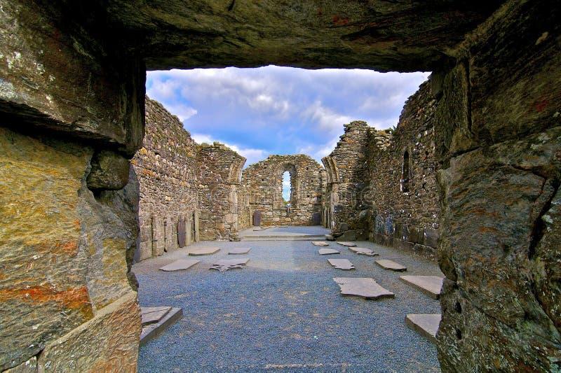 Entrada do local grave em Glendalough fotos de stock