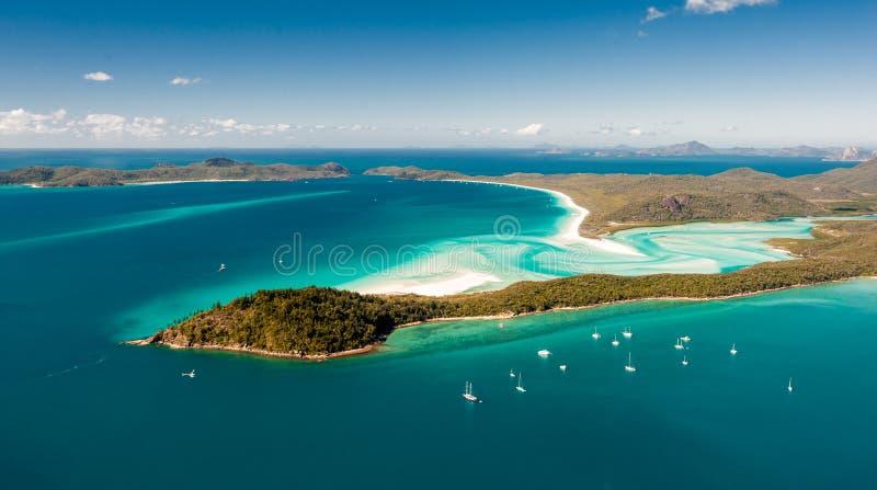 Entrada do monte do ar sobre a ilha do domingo de Pentecostes - areias brancas de roda, barcos de vela fotografia de stock royalty free