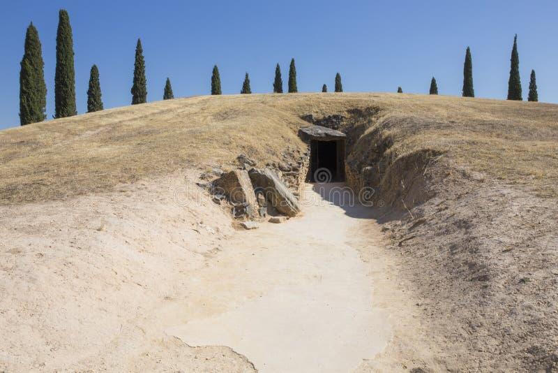 Entrada do monte de enterro do EL Romeral de Tholos imagem de stock