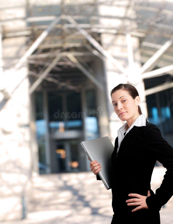 Entrada do prédio de escritórios imagens de stock royalty free