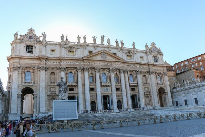 A entrada do St Peters Basilica no Vaticano, Itália fotos de stock