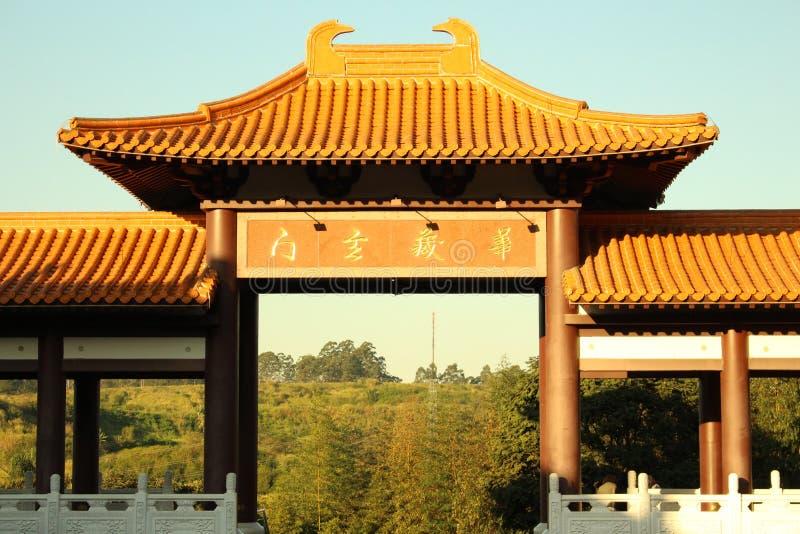 Entrada do templo budista imagens de stock royalty free
