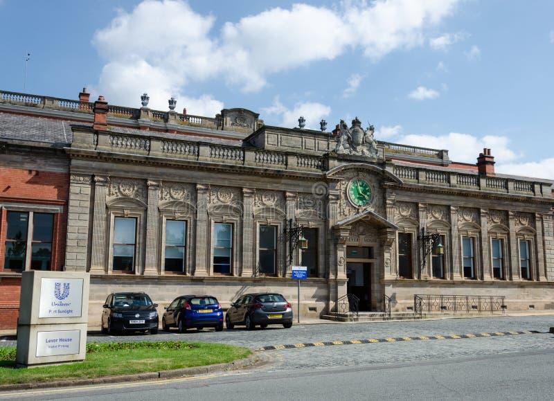 A entrada dos escritórios da fábrica de sabão da alavanca de seleção na luz solar do porto foto de stock royalty free