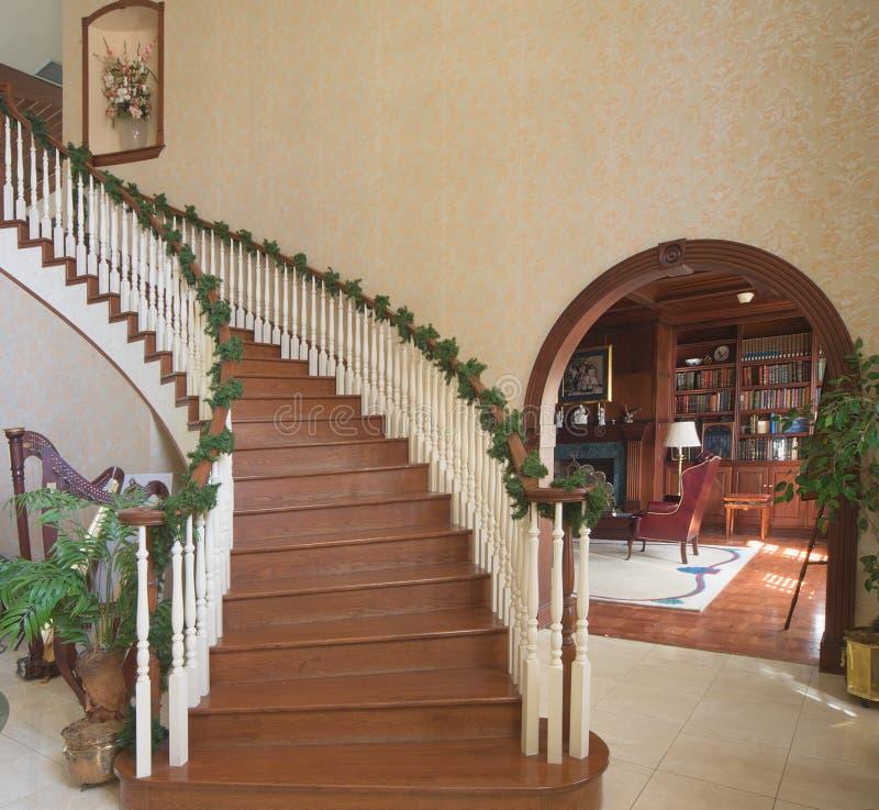 Download Entrada E Biblioteca Grandes Foto de Stock - Imagem de luxo, home: 544740