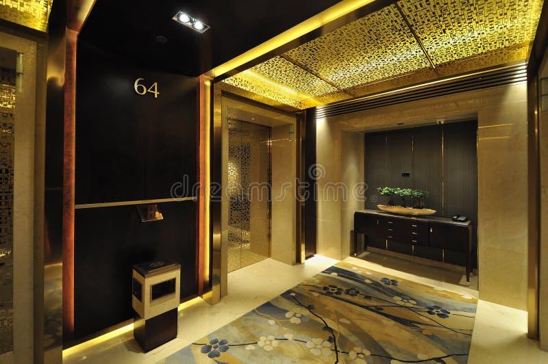 Entrada e elevador do hotel imagem de stock royalty free