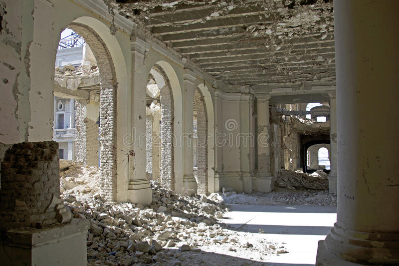 Entrada em Darul Aman Palace, Afeganistão imagem de stock