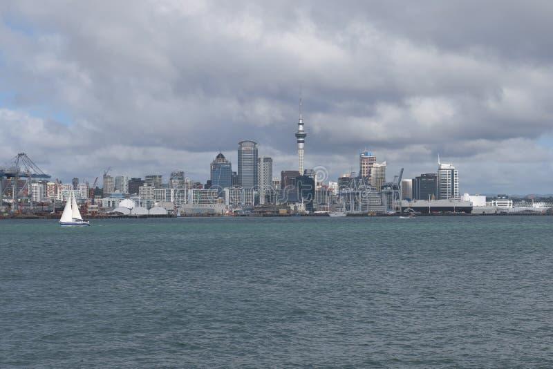 Entrada en de Auckland en barco En alguna parte en Nueva Zelandia imagen de archivo libre de regalías