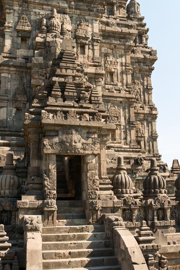 Entrada en top del templo de Brahma en Candi Prambanan fotografía de archivo libre de regalías