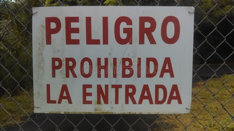 entrada español del la de Peligro Prohibida de la muestra fotos de archivo libres de regalías