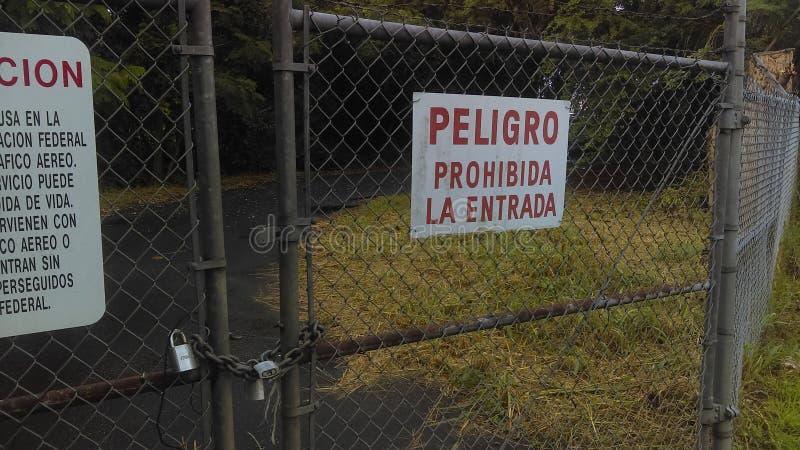 entrada español del la de Peligro Prohibida de la muestra fotografía de archivo