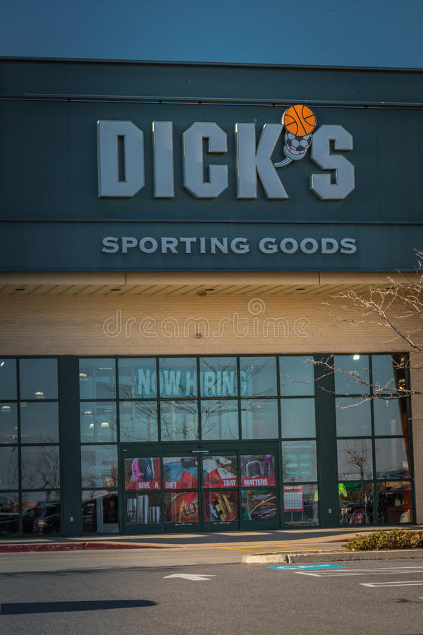 Entrada exterior de los Dicks que se divierten la tienda de las mercancías imágenes de archivo libres de regalías