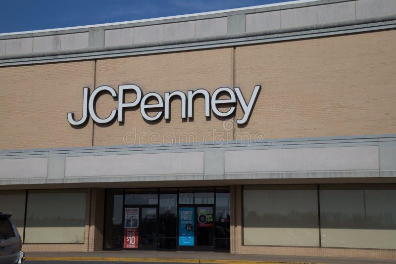 Entrada exterior de uma loja da moeda de um centavo de J C imagens de stock royalty free