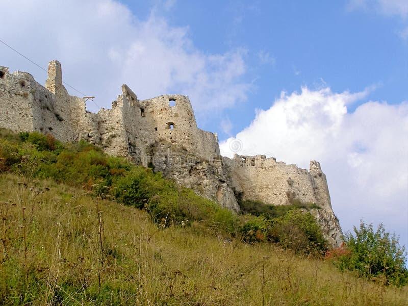 Entrada externo da castelo-fortificação de Eslováquia Spissky imagens de stock royalty free