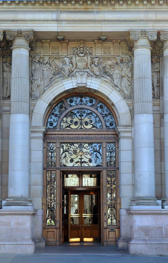 Entrada a Glasgow City Chambers, Escocia imágenes de archivo libres de regalías