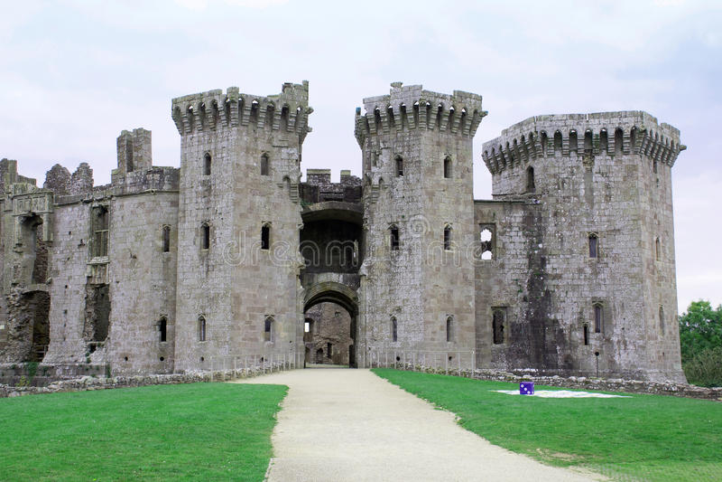 Entrada grande 2 do castelo do Raglan imagens de stock royalty free