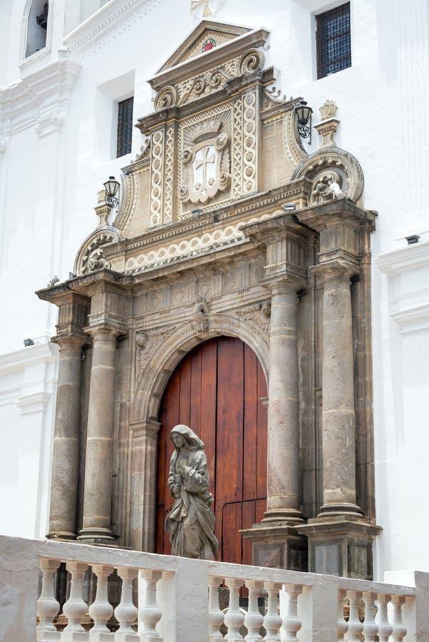 Entrada hermosa de la iglesia imagen de archivo libre de regalías