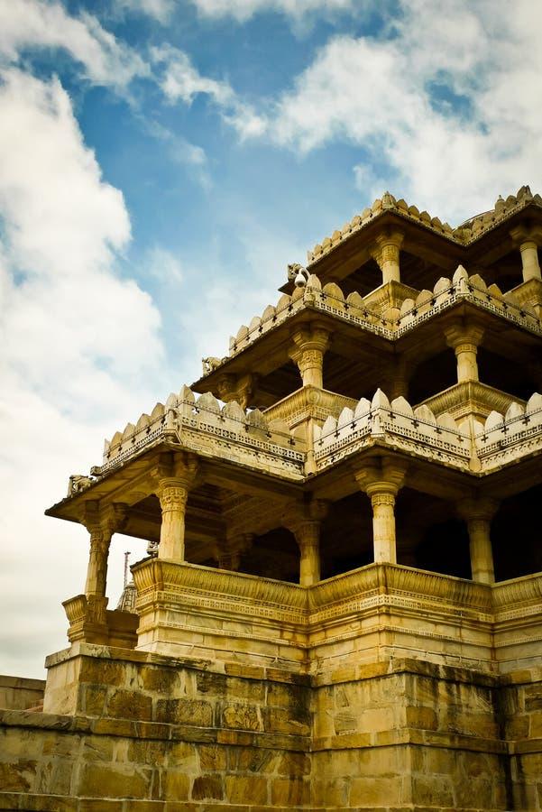 Entrada Jain del templo de Ranakpur imagenes de archivo