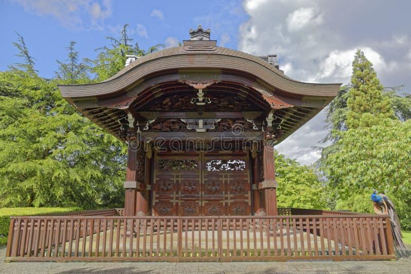 Entrada japonesa en los jardines de Kew en Londres imagenes de archivo