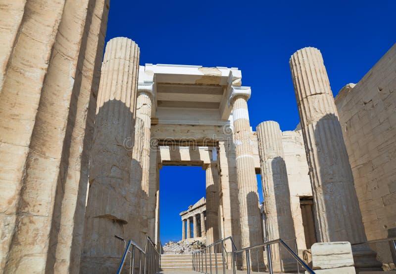 Entrada a la acrópolis en Atenas, Grecia fotografía de archivo