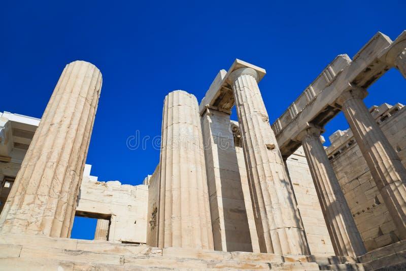 Entrada a la acrópolis en Atenas, Grecia imagen de archivo