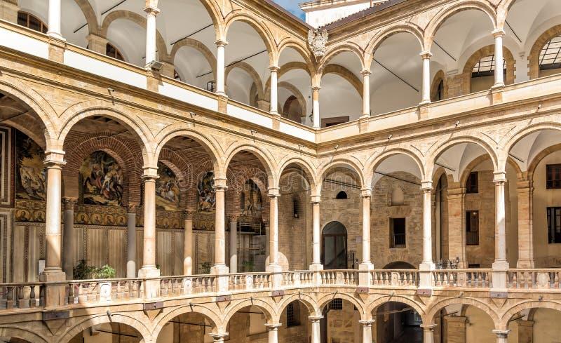 Entrada a la capilla de Palatine de Royal Palace en Palermo fotos de archivo