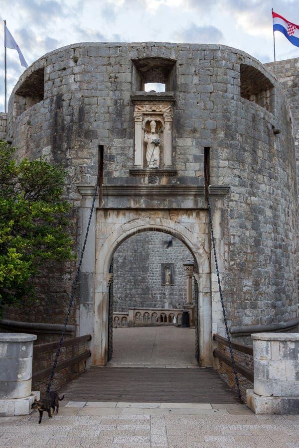 Entrada a la ciudad vieja de Dubrovnik imagen de archivo