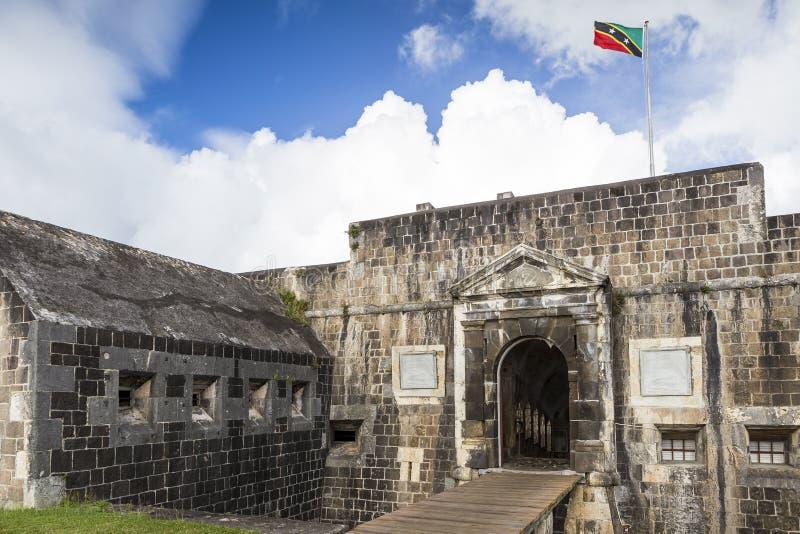 Entrada a la fortaleza de la colina del azufre en St San Cristobal imagenes de archivo