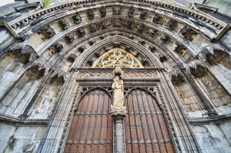 Iglesia colegial de Notre-Dame en Dinant foto de archivo