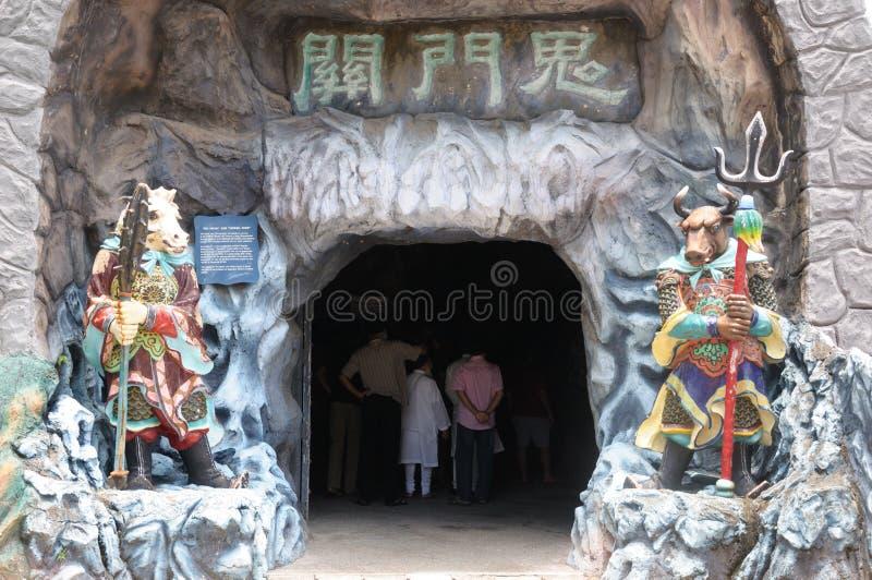 Entrada a las puertas del infierno en el parque temático del chalet del par del espino de Singapur imágenes de archivo libres de regalías