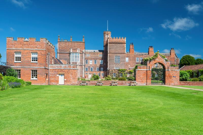 Entrada lateral, Burton Constable Hall, Yorkshire, Inglaterra foto de stock royalty free