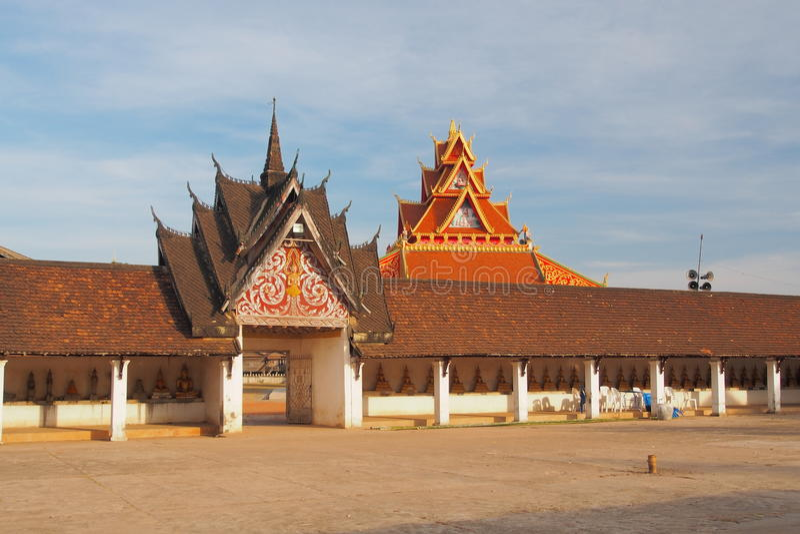 Entrada lateral de Pra Thart Ing pendurada, Savannakhet, Laos fotografia de stock royalty free