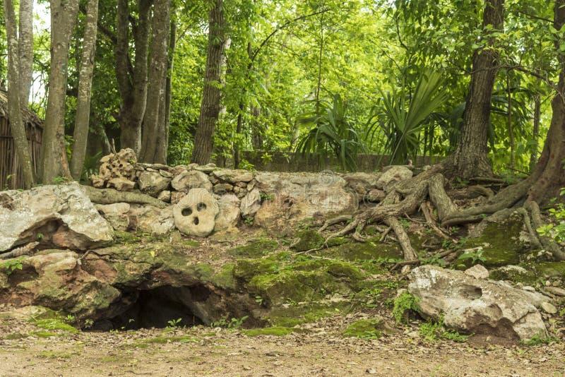 Entrada maya al mundo terrenal imagen de archivo libre de regalías