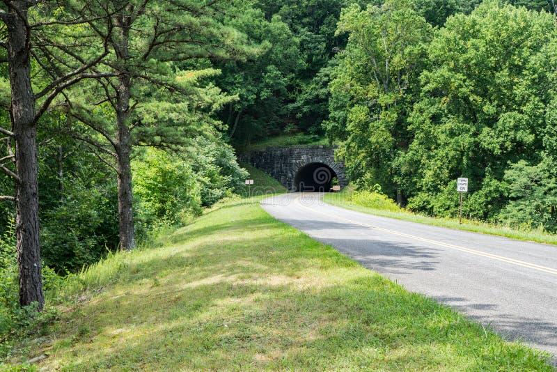Entrada meridional para fanfarronear al túnel de la montaña, Virginia, los E.E.U.U. foto de archivo libre de regalías