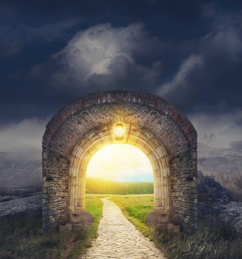 Entrada misteriosa de la puerta Nuevo concepto de la vida o del principio fotografía de archivo libre de regalías