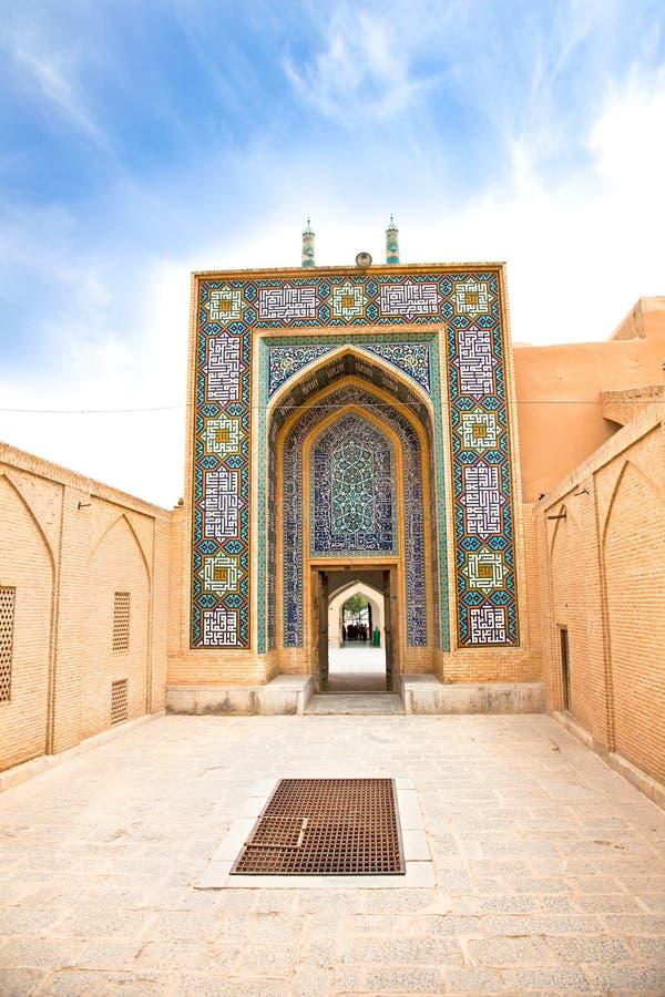 Entrada na mesquita de Masjed-i Jame, Yazd, Irã imagem de stock