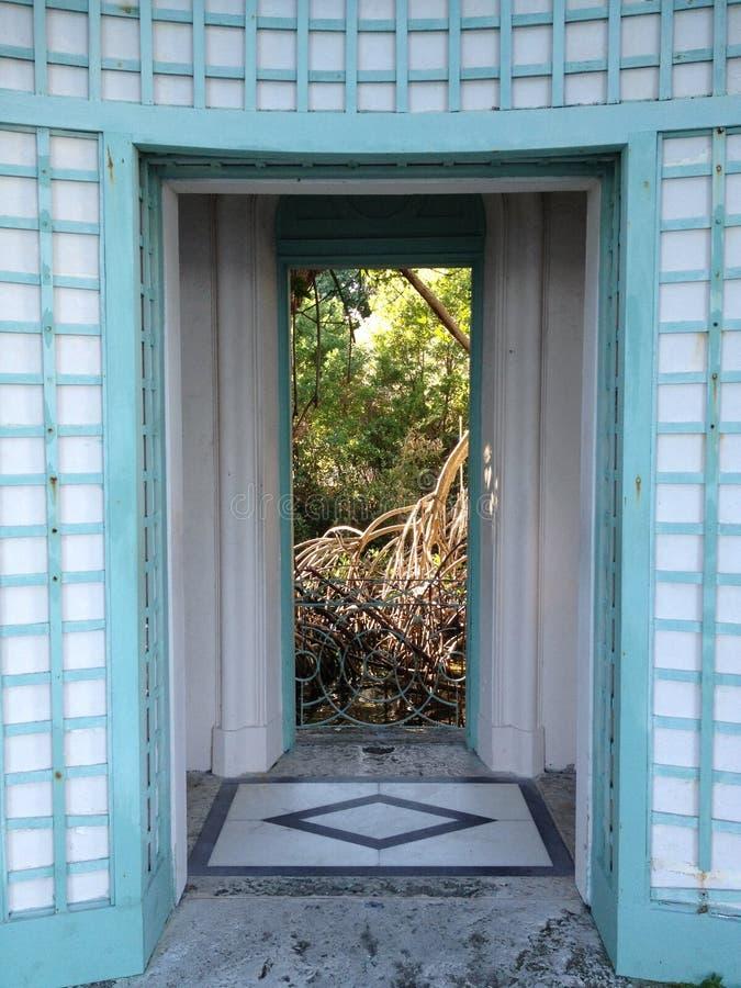 Entrada, opinião os manguezais, museu de Vizcaya e jardins, Miami, FL imagem de stock