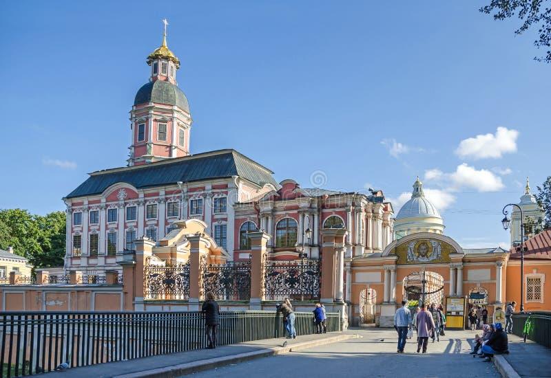 Entrada pública en el santo Alexander Nevsky Lavra imagen de archivo