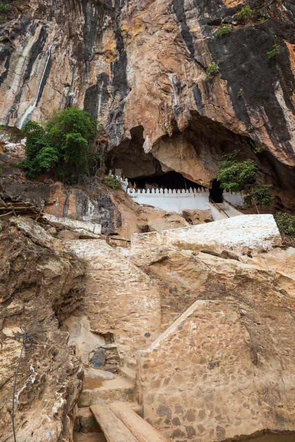 Entrada a Pak Ou Caves em Laos imagens de stock royalty free