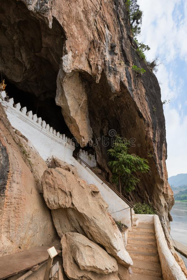 Entrada a Pak Ou Caves em Laos foto de stock