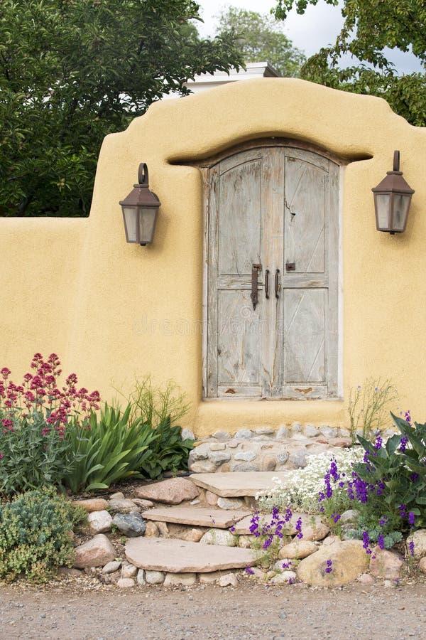 Entrada perto de Canyon Road em Santa Fe fotografia de stock royalty free